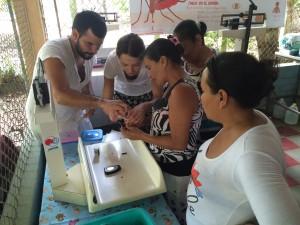 Die Patienten lernen ihren Blutzucker selbst zu messen