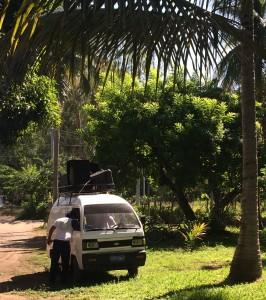 Der Bus der die leute im Dorf mittels Lautsprecher über die Fumigación informiert.